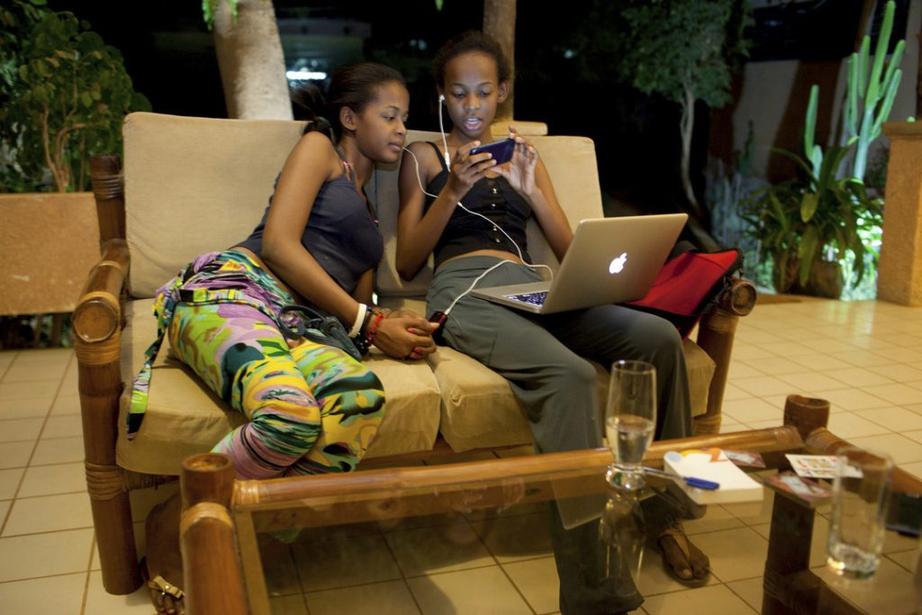 Miriam and Nadia are two teenagers from a middle-class African family who want to become top models. They love technology, especially being connected by FaceBook with their friends.